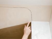 漆喰壁をひび割れさせる、3つの原因とは?予防方法もまとめて解説
