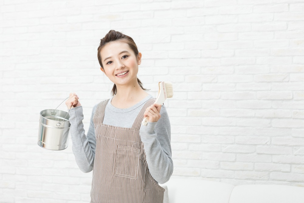 トイレをDIYでリフォーム!ペンキで壁を塗り替える手順とコツを解説