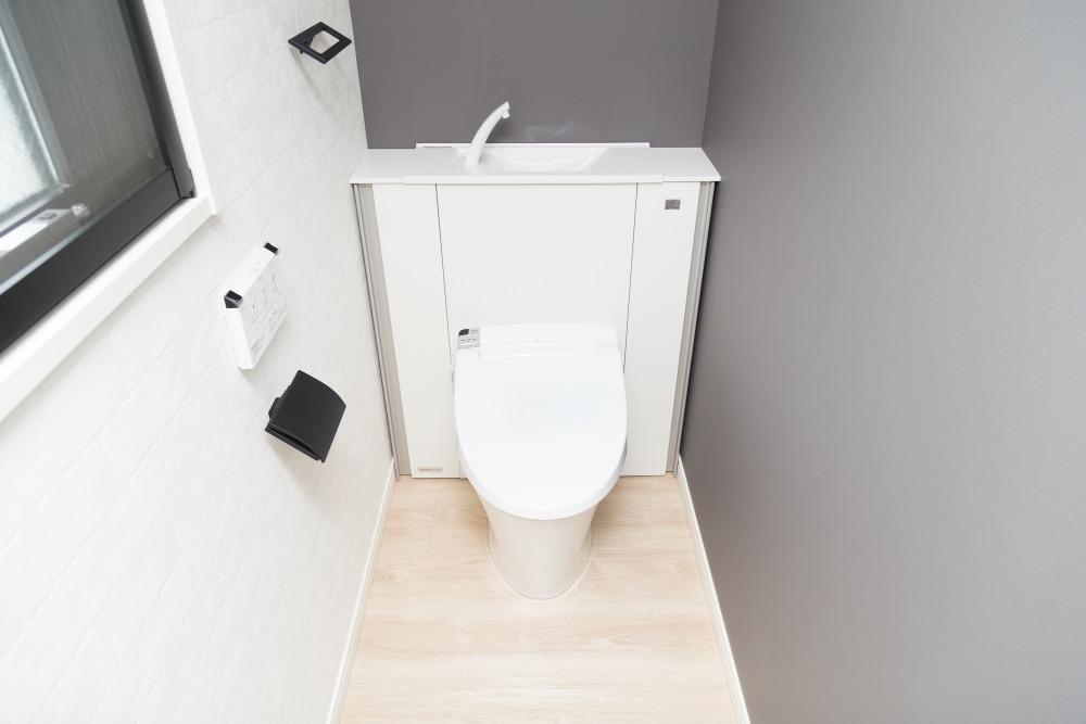 トイレにおすすめの壁材は?材質ごとのメリットとデメリットを解説