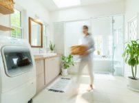 洗面所をDIYでリフォーム!ペンキで壁を塗り替える手順とコツを解説