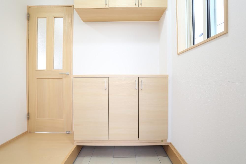 玄関におすすめの壁材は?材質ごとのメリットとデメリットを解説