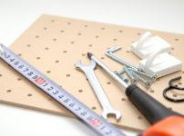 有孔ボードを壁に固定する方法!アイデア活用事例も紹介